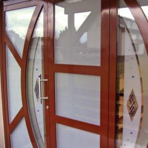 Glas, Fenster, Türen, Rollläden, Spiegel, Insektenschutz, Haus- und Objektsicherheit Seit über 40 Jahren Ihr Meisterbetrieb in Hanau. Glaserei Jacob GmbH.